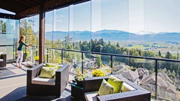 balkonfassaden aus glas verglasungssysteme f r balkone loggien und terrassen ais. Black Bedroom Furniture Sets. Home Design Ideas